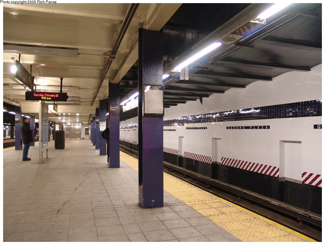 (191k, 1044x788)<br><b>Country:</b> United States<br><b>City:</b> New York<br><b>System:</b> New York City Transit<br><b>Line:</b> IND Queens Boulevard Line<br><b>Location:</b> Queens Plaza <br><b>Photo by:</b> Richard Panse<br><b>Date:</b> 2/22/2005<br><b>Viewed (this week/total):</b> 1 / 3801