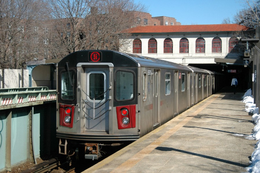 (177k, 900x598)<br><b>Country:</b> United States<br><b>City:</b> New York<br><b>System:</b> New York City Transit<br><b>Line:</b> IRT Dyre Ave. Line<br><b>Location:</b> Morris Park <br><b>Route:</b> 5<br><b>Car:</b> R-142 (Primary Order, Bombardier, 1999-2002)  6861 <br><b>Photo by:</b> Fred Guenther<br><b>Date:</b> 2/27/2005<br><b>Viewed (this week/total):</b> 0 / 6030