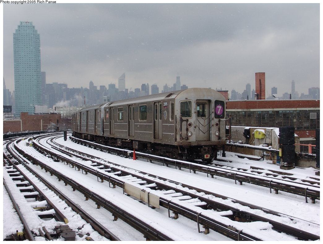 (194k, 1044x788)<br><b>Country:</b> United States<br><b>City:</b> New York<br><b>System:</b> New York City Transit<br><b>Line:</b> IRT Flushing Line<br><b>Location:</b> 33rd Street/Rawson Street <br><b>Route:</b> 7<br><b>Car:</b> R-62A (Bombardier, 1984-1987)  2095 <br><b>Photo by:</b> Richard Panse<br><b>Date:</b> 3/1/2005<br><b>Viewed (this week/total):</b> 0 / 2473