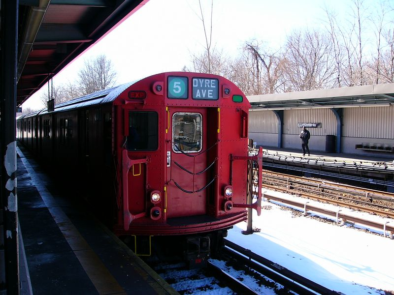 (95k, 800x600)<br><b>Country:</b> United States<br><b>City:</b> New York<br><b>System:</b> New York City Transit<br><b>Line:</b> IRT Dyre Ave. Line<br><b>Location:</b> Baychester Avenue <br><b>Route:</b> Fan Trip<br><b>Car:</b> R-33 Main Line (St. Louis, 1962-63) 9017 <br><b>Photo by:</b> Ted Siuta<br><b>Date:</b> 2/27/2005<br><b>Viewed (this week/total):</b> 0 / 3109