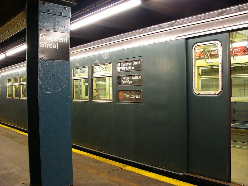 (86k, 800x600)<br><b>Country:</b> United States<br><b>City:</b> New York<br><b>System:</b> New York City Transit<br><b>Line:</b> IRT Brooklyn Line<br><b>Location:</b> President Street <br><b>Route:</b> Fan Trip<br><b>Car:</b> R-33 Main Line (St. Louis, 1962-63) 9068 <br><b>Photo by:</b> Ted Siuta<br><b>Date:</b> 2/27/2005<br><b>Viewed (this week/total):</b> 5 / 4997