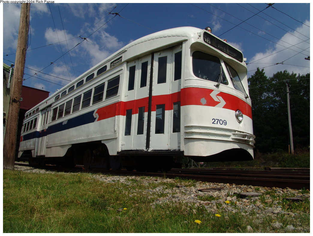 (217k, 1044x788)<br><b>Country:</b> United States<br><b>City:</b> Kennebunk, ME<br><b>System:</b> Seashore Trolley Museum <br><b>Car:</b> PTC/SEPTA Postwar All-electric PCC (St.Louis, 1947)  2709 <br><b>Photo by:</b> Richard Panse<br><b>Date:</b> 9/4/2004<br><b>Viewed (this week/total):</b> 0 / 1619