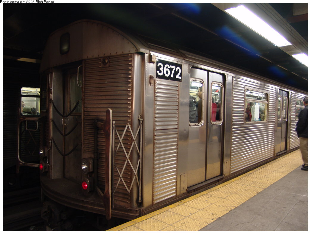 (164k, 1044x788)<br><b>Country:</b> United States<br><b>City:</b> New York<br><b>System:</b> New York City Transit<br><b>Line:</b> IND Queens Boulevard Line<br><b>Location:</b> Roosevelt Avenue <br><b>Route:</b> E<br><b>Car:</b> R-32 (Budd, 1964)  3672 <br><b>Photo by:</b> Richard Panse<br><b>Date:</b> 3/15/2005<br><b>Viewed (this week/total):</b> 1 / 3966