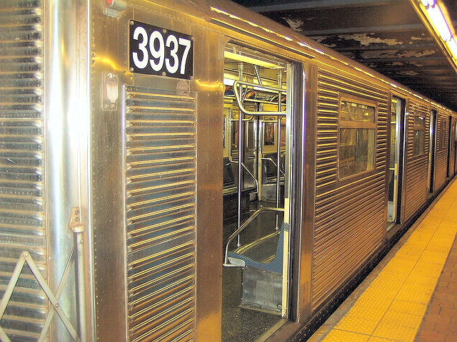 (177k, 640x480)<br><b>Country:</b> United States<br><b>City:</b> New York<br><b>System:</b> New York City Transit<br><b>Line:</b> IND Queens Boulevard Line<br><b>Location:</b> 179th Street <br><b>Route:</b> E<br><b>Car:</b> R-32 (GE Rebuild) 3937 <br><b>Photo by:</b> Irwin Markowitz<br><b>Date:</b> 11/29/2004<br><b>Viewed (this week/total):</b> 0 / 3275