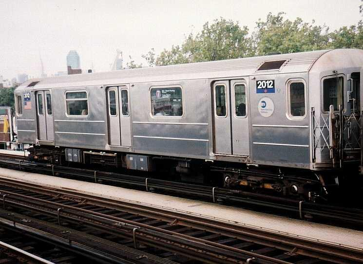 (61k, 745x541)<br><b>Country:</b> United States<br><b>City:</b> New York<br><b>System:</b> New York City Transit<br><b>Line:</b> IRT Flushing Line<br><b>Location:</b> 52nd Street/Lincoln Avenue <br><b>Route:</b> 7<br><b>Car:</b> R-62A (Bombardier, 1984-1987)  2012 <br><b>Photo by:</b> Gary Chatterton<br><b>Date:</b> 9/2003<br><b>Viewed (this week/total):</b> 5 / 2165
