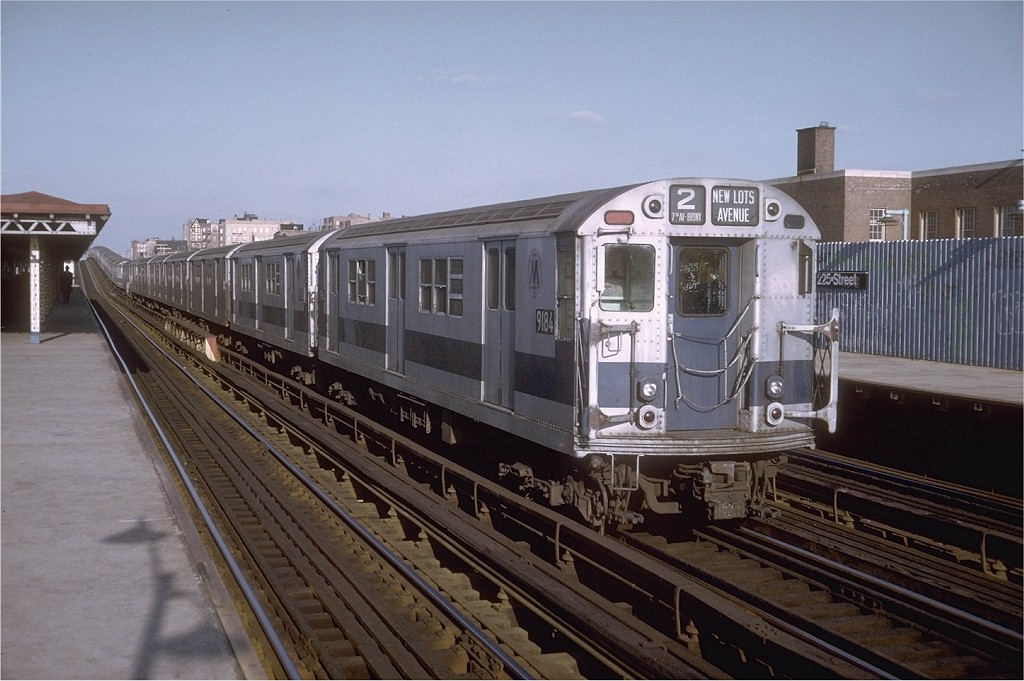 (186k, 1024x681)<br><b>Country:</b> United States<br><b>City:</b> New York<br><b>System:</b> New York City Transit<br><b>Line:</b> IRT White Plains Road Line<br><b>Location:</b> 225th Street <br><b>Route:</b> 2<br><b>Car:</b> R-33 Main Line (St. Louis, 1962-63) 9184 <br><b>Photo by:</b> Doug Grotjahn<br><b>Collection of:</b> Joe Testagrose<br><b>Date:</b> 12/28/1974<br><b>Viewed (this week/total):</b> 0 / 2976