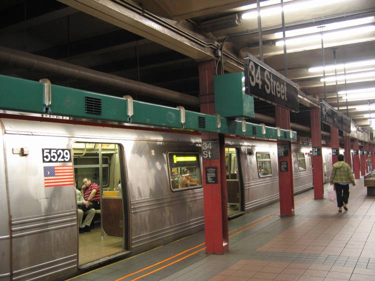 (58k, 750x562)<br><b>Country:</b> United States<br><b>City:</b> New York<br><b>System:</b> New York City Transit<br><b>Line:</b> BMT Broadway Line<br><b>Location:</b> 34th Street/Herald Square <br><b>Car:</b> R-46 (Pullman-Standard, 1974-75) 5529 <br><b>Photo by:</b> Robbie Rosenfeld<br><b>Date:</b> 5/2005<br><b>Artwork:</b> <i>REACH New York, An Urban Musical Instrument</i>, Christopher Janney (1996).<br><b>Viewed (this week/total):</b> 5 / 7495