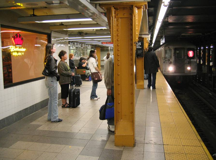 (80k, 894x662)<br><b>Country:</b> United States<br><b>City:</b> New York<br><b>System:</b> New York City Transit<br><b>Line:</b> IRT West Side Line<br><b>Location:</b> 34th Street/Penn Station <br><b>Route:</b> 1<br><b>Photo by:</b> Robbie Rosenfeld<br><b>Date:</b> 6/2005<br><b>Viewed (this week/total):</b> 1 / 3393