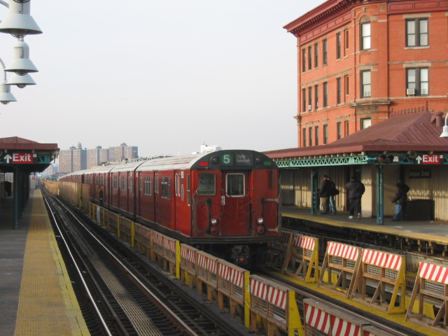 (107k, 640x480)<br><b>Country:</b> United States<br><b>City:</b> New York<br><b>System:</b> New York City Transit<br><b>Line:</b> IRT White Plains Road Line<br><b>Location:</b> Simpson Street <br><b>Route:</b> 5<br><b>Photo by:</b> Oren H.<br><b>Date:</b> 11/29/2002<br><b>Viewed (this week/total):</b> 2 / 2106