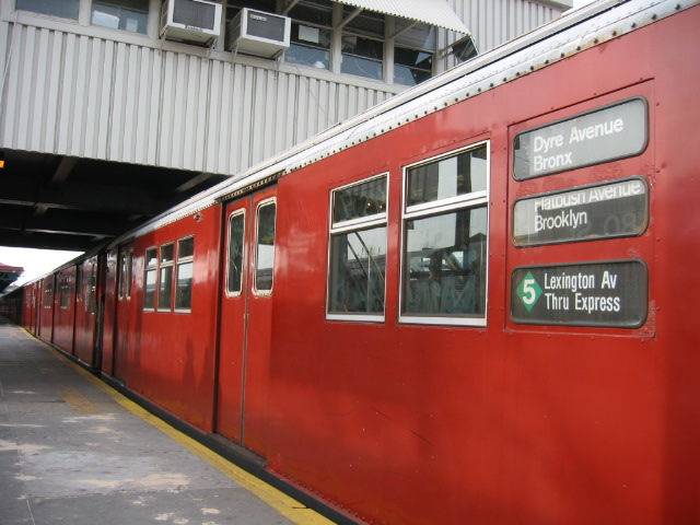 (104k, 640x480)<br><b>Country:</b> United States<br><b>City:</b> New York<br><b>System:</b> New York City Transit<br><b>Line:</b> IRT White Plains Road Line<br><b>Location:</b> West Farms Sq./East Tremont Ave./177th St. <br><b>Route:</b> 5<br><b>Car:</b> R-33 Main Line (St. Louis, 1962-63) 9067 <br><b>Photo by:</b> Oren H.<br><b>Date:</b> 11/29/2002<br><b>Viewed (this week/total):</b> 12 / 4025