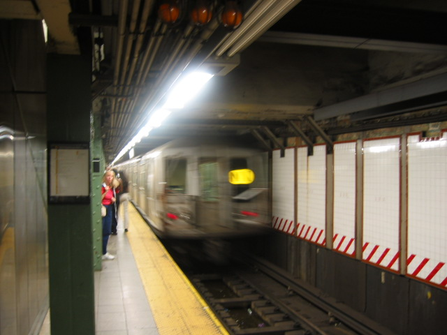 (81k, 640x480)<br><b>Country:</b> United States<br><b>City:</b> New York<br><b>System:</b> New York City Transit<br><b>Line:</b> BMT Broadway Line<br><b>Location:</b> Lexington Avenue (59th Street) <br><b>Route:</b> N<br><b>Car:</b> R-40 (St. Louis, 1968)   <br><b>Photo by:</b> Oren H.<br><b>Date:</b> 8/6/2002<br><b>Viewed (this week/total):</b> 3 / 3737