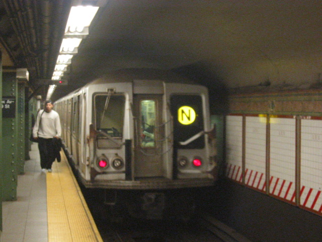 (105k, 640x480)<br><b>Country:</b> United States<br><b>City:</b> New York<br><b>System:</b> New York City Transit<br><b>Line:</b> BMT Broadway Line<br><b>Location:</b> Lexington Avenue (59th Street) <br><b>Route:</b> N<br><b>Car:</b> R-40 (St. Louis, 1968)  4231 <br><b>Photo by:</b> Oren H.<br><b>Date:</b> 11/7/2004<br><b>Viewed (this week/total):</b> 0 / 4459