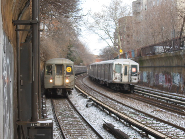 (125k, 640x480)<br><b>Country:</b> United States<br><b>City:</b> New York<br><b>System:</b> New York City Transit<br><b>Line:</b> BMT Brighton Line<br><b>Location:</b> Beverley Road <br><b>Route:</b> B<br><b>Car:</b> R-40 (St. Louis, 1968)   <br><b>Photo by:</b> Oren H.<br><b>Date:</b> 1/17/2004<br><b>Notes:</b> w/R68 2914  on Q<br><b>Viewed (this week/total):</b> 4 / 4649