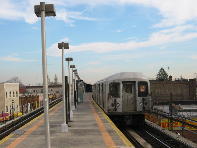 (91k, 640x480)<br><b>Country:</b> United States<br><b>City:</b> New York<br><b>System:</b> New York City Transit<br><b>Line:</b> BMT Nassau Street/Jamaica Line<br><b>Location:</b> Norwood Avenue <br><b>Route:</b> J<br><b>Car:</b> R-40M (St. Louis, 1969)  4539 <br><b>Photo by:</b> Oren H.<br><b>Date:</b> 12/22/2003<br><b>Viewed (this week/total):</b> 0 / 2906