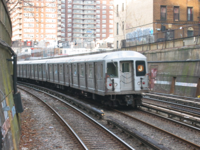(129k, 640x480)<br><b>Country:</b> United States<br><b>City:</b> New York<br><b>System:</b> New York City Transit<br><b>Line:</b> BMT Brighton Line<br><b>Location:</b> Parkside Avenue <br><b>Route:</b> J<br><b>Car:</b> R-42 (St. Louis, 1969-1970)  4723 <br><b>Photo by:</b> Oren H.<br><b>Date:</b> 1/15/2005<br><b>Notes:</b> Construction shuttle service.<br><b>Viewed (this week/total):</b> 0 / 2525