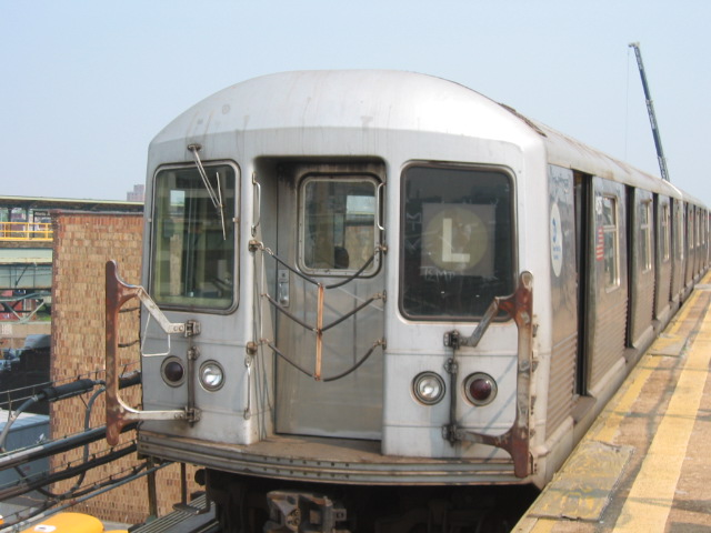 (95k, 640x480)<br><b>Country:</b> United States<br><b>City:</b> New York<br><b>System:</b> New York City Transit<br><b>Line:</b> BMT Canarsie Line<br><b>Location:</b> Atlantic Avenue <br><b>Route:</b> L<br><b>Car:</b> R-42 (St. Louis, 1969-1970)  4605 <br><b>Photo by:</b> Oren H.<br><b>Date:</b> 6/27/2003<br><b>Viewed (this week/total):</b> 4 / 2484