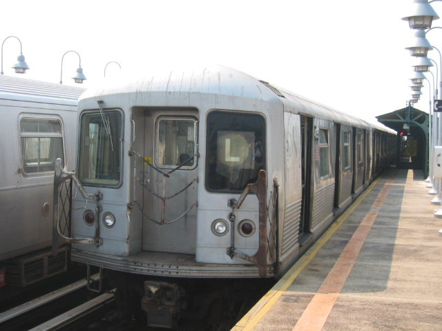 (83k, 640x480)<br><b>Country:</b> United States<br><b>City:</b> New York<br><b>System:</b> New York City Transit<br><b>Line:</b> BMT Canarsie Line<br><b>Location:</b> Sutter Avenue <br><b>Route:</b> L<br><b>Car:</b> R-42 (St. Louis, 1969-1970)  4835 <br><b>Photo by:</b> Oren H.<br><b>Date:</b> 6/27/2003<br><b>Viewed (this week/total):</b> 0 / 2709