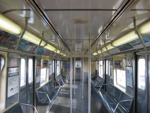 (121k, 640x480)<br><b>Country:</b> United States<br><b>City:</b> New York<br><b>System:</b> New York City Transit<br><b>Car:</b> R-42 (St. Louis, 1969-1970)  Interior <br><b>Photo by:</b> Oren H.<br><b>Viewed (this week/total):</b> 4 / 2223