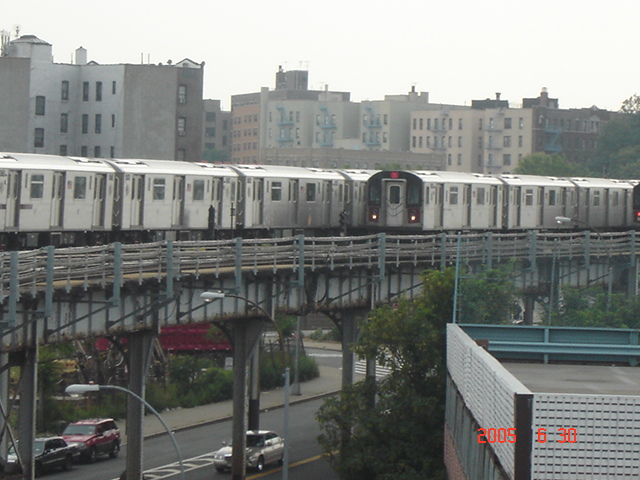 (144k, 640x480)<br><b>Country:</b> United States<br><b>City:</b> New York<br><b>System:</b> New York City Transit<br><b>Line:</b> IRT White Plains Road Line<br><b>Location:</b> West Farms Sq./East Tremont Ave./177th St. <br><b>Route:</b> 2/5<br><b>Car:</b> R-142 or R-142A (Number Unknown)  <br><b>Photo by:</b> DeAndre Burrell<br><b>Date:</b> 6/30/2005<br><b>Viewed (this week/total):</b> 0 / 4876