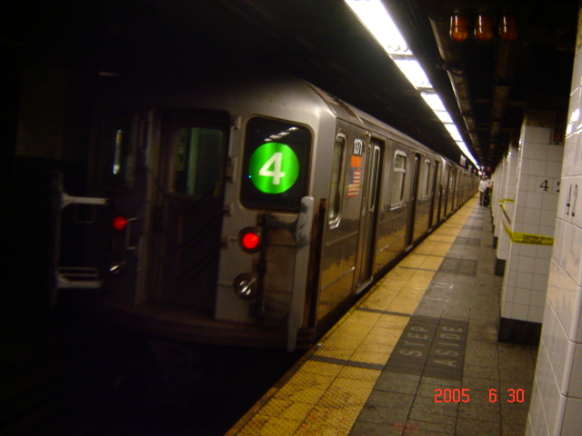 (153k, 640x480)<br><b>Country:</b> United States<br><b>City:</b> New York<br><b>System:</b> New York City Transit<br><b>Line:</b> IRT East Side Line<br><b>Location:</b> Grand Central <br><b>Route:</b> 4<br><b>Car:</b> R-62 (Kawasaki, 1983-1985)  1371 <br><b>Photo by:</b> DeAndre Burrell<br><b>Date:</b> 6/30/2005<br><b>Viewed (this week/total):</b> 0 / 5680