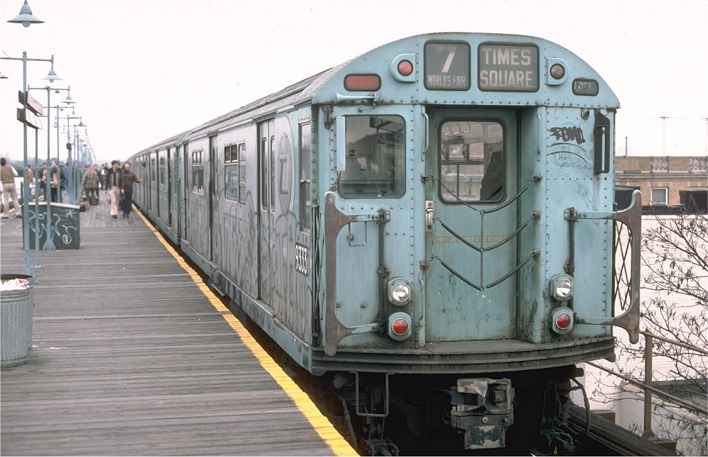 (185k, 1024x662)<br><b>Country:</b> United States<br><b>City:</b> New York<br><b>System:</b> New York City Transit<br><b>Line:</b> BMT Nassau Street/Jamaica Line<br><b>Location:</b> Alabama Avenue <br><b>Route:</b> Fan Trip<br><b>Car:</b> R-33 World's Fair (St. Louis, 1963-64) 9333 <br><b>Photo by:</b> Ed McKernan<br><b>Collection of:</b> Joe Testagrose<br><b>Date:</b> 11/27/1976<br><b>Viewed (this week/total):</b> 1 / 3920