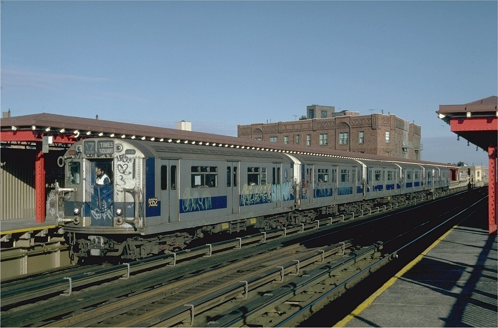 (191k, 1024x675)<br><b>Country:</b> United States<br><b>City:</b> New York<br><b>System:</b> New York City Transit<br><b>Line:</b> IRT Flushing Line<br><b>Location:</b> 52nd Street/Lincoln Avenue <br><b>Route:</b> 7<br><b>Car:</b> R-36 World's Fair (St. Louis, 1963-64) 9352 <br><b>Collection of:</b> Joe Testagrose<br><b>Date:</b> 12/11/1981<br><b>Viewed (this week/total):</b> 3 / 4553