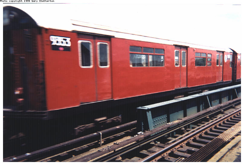 (73k, 808x549)<br><b>Country:</b> United States<br><b>City:</b> New York<br><b>System:</b> New York City Transit<br><b>Line:</b> IRT Flushing Line<br><b>Location:</b> 52nd Street/Lincoln Avenue <br><b>Route:</b> 7<br><b>Car:</b> R-36 World's Fair (St. Louis, 1963-64) 9353 <br><b>Photo by:</b> Gary Chatterton<br><b>Date:</b> 7/1999<br><b>Viewed (this week/total):</b> 1 / 3288