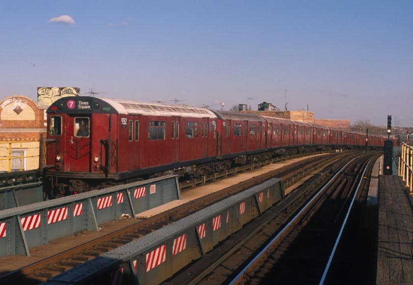(57k, 841x580)<br><b>Country:</b> United States<br><b>City:</b> New York<br><b>System:</b> New York City Transit<br><b>Line:</b> IRT Flushing Line<br><b>Location:</b> 52nd Street/Lincoln Avenue <br><b>Route:</b> 7<br><b>Car:</b> R-36 World's Fair (St. Louis, 1963-64) 9382 <br><b>Photo by:</b> Chao-Hwa Chen<br><b>Date:</b> 12/30/2001<br><b>Viewed (this week/total):</b> 3 / 3445