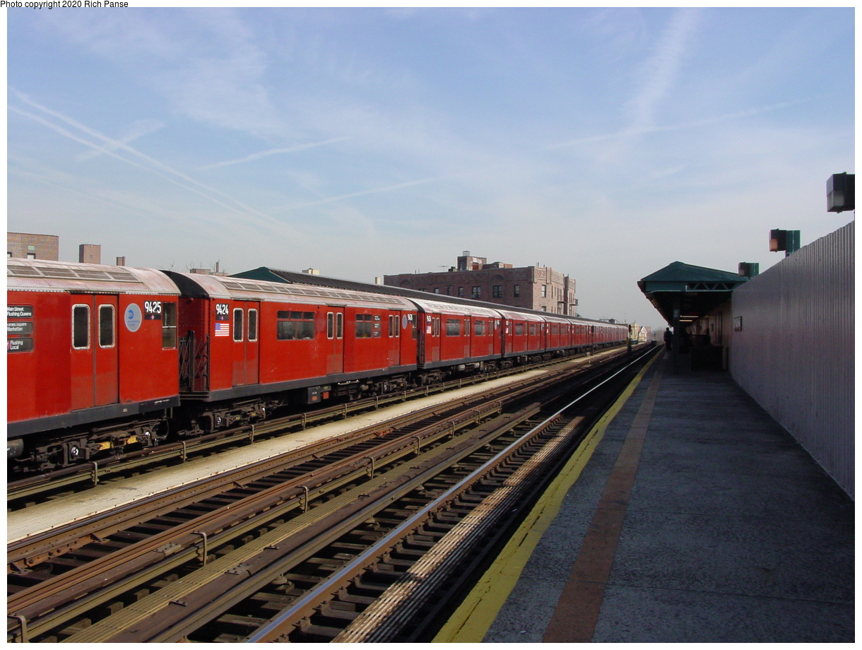 (70k, 820x620)<br><b>Country:</b> United States<br><b>City:</b> New York<br><b>System:</b> New York City Transit<br><b>Line:</b> IRT Flushing Line<br><b>Location:</b> 52nd Street/Lincoln Avenue <br><b>Route:</b> 7<br><b>Car:</b> R-36 World's Fair (St. Louis, 1963-64) 9424 <br><b>Photo by:</b> Richard Panse<br><b>Date:</b> 3/7/2002<br><b>Viewed (this week/total):</b> 1 / 2617