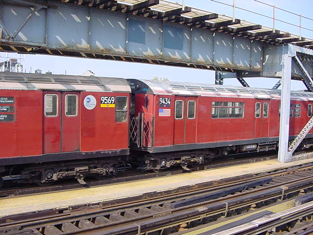 (61k, 640x480)<br><b>Country:</b> United States<br><b>City:</b> New York<br><b>System:</b> New York City Transit<br><b>Line:</b> IRT Flushing Line<br><b>Location:</b> 111th Street <br><b>Route:</b> 7<br><b>Car:</b> R-36 World's Fair (St. Louis, 1963-64) 9434 <br><b>Photo by:</b> Salaam Allah<br><b>Date:</b> 9/21/2002<br><b>Viewed (this week/total):</b> 0 / 4001
