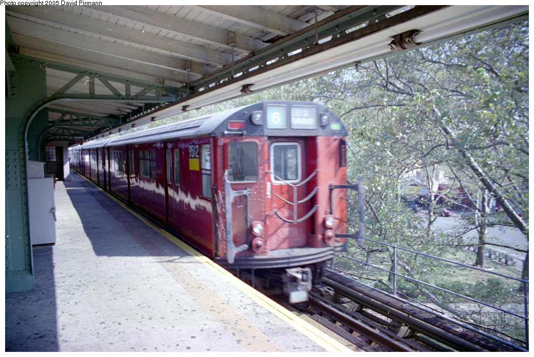 (251k, 1044x699)<br><b>Country:</b> United States<br><b>City:</b> New York<br><b>System:</b> New York City Transit<br><b>Line:</b> IRT Pelham Line<br><b>Location:</b> East 177th Street/Parkchester <br><b>Route:</b> 6<br><b>Car:</b> R-36 World's Fair (St. Louis, 1963-64) 9512 <br><b>Photo by:</b> David Pirmann<br><b>Date:</b> 9/13/1998<br><b>Viewed (this week/total):</b> 0 / 6337