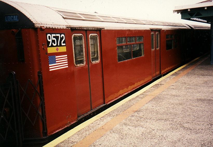 (81k, 820x566)<br><b>Country:</b> United States<br><b>City:</b> New York<br><b>System:</b> New York City Transit<br><b>Line:</b> IRT Flushing Line<br><b>Location:</b> 82nd Street/Jackson Heights <br><b>Route:</b> 7<br><b>Car:</b> R-36 World's Fair (St. Louis, 1963-64) 9572 <br><b>Photo by:</b> Gary Chatterton<br><b>Date:</b> 2002<br><b>Viewed (this week/total):</b> 0 / 3606