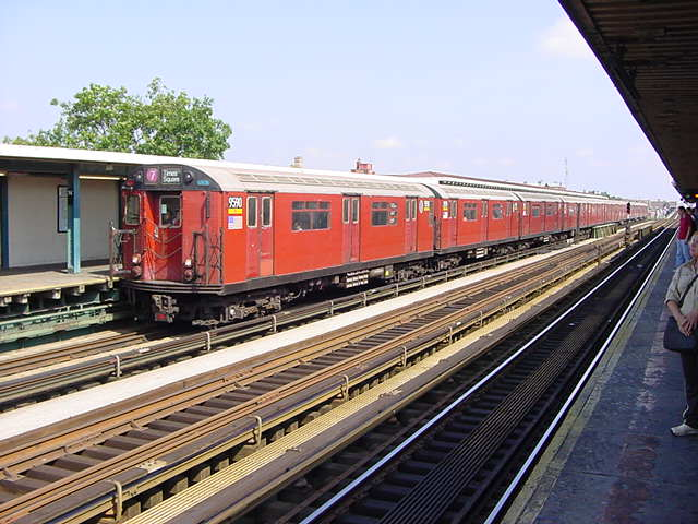 (59k, 640x480)<br><b>Country:</b> United States<br><b>City:</b> New York<br><b>System:</b> New York City Transit<br><b>Line:</b> IRT Flushing Line<br><b>Location:</b> 74th Street/Broadway <br><b>Car:</b> R-36 World's Fair (St. Louis, 1963-64) 9580 <br><b>Photo by:</b> Salaam Allah<br><b>Date:</b> 9/21/2002<br><b>Viewed (this week/total):</b> 5 / 2481