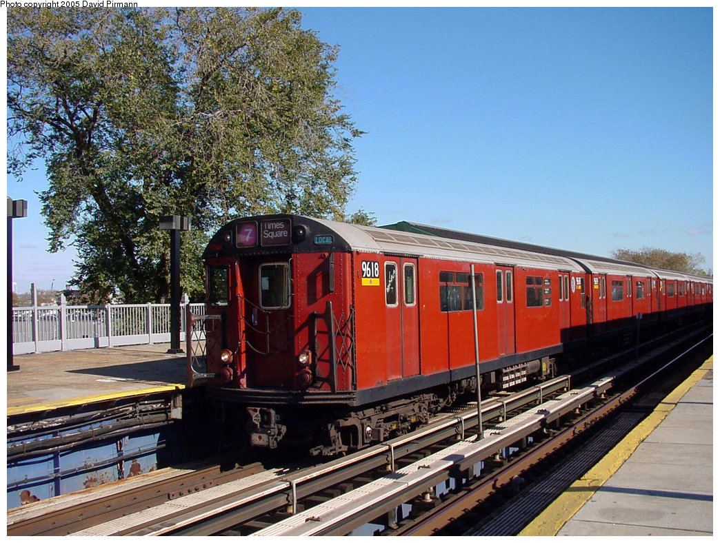 (299k, 1044x788)<br><b>Country:</b> United States<br><b>City:</b> New York<br><b>System:</b> New York City Transit<br><b>Line:</b> IRT Flushing Line<br><b>Location:</b> Willets Point/Mets (fmr. Shea Stadium) <br><b>Route:</b> 7<br><b>Car:</b> R-36 World's Fair (St. Louis, 1963-64) 9618 <br><b>Photo by:</b> David Pirmann<br><b>Date:</b> 11/11/2001<br><b>Viewed (this week/total):</b> 1 / 3404