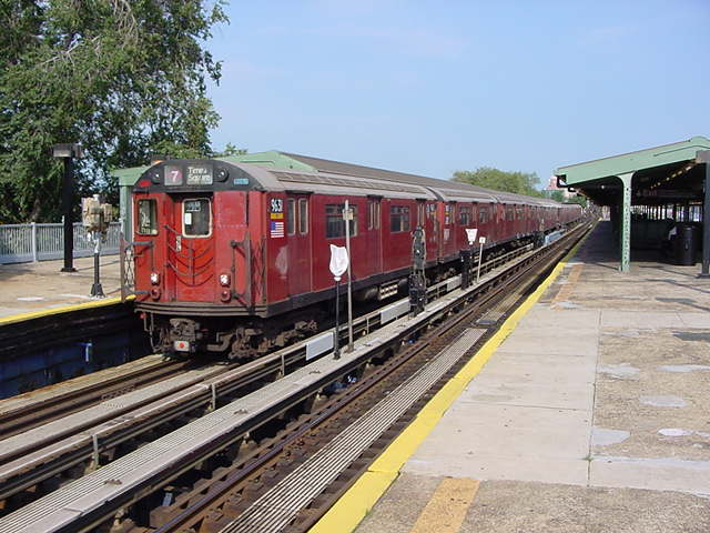 (61k, 640x480)<br><b>Country:</b> United States<br><b>City:</b> New York<br><b>System:</b> New York City Transit<br><b>Line:</b> IRT Flushing Line<br><b>Location:</b> Willets Point/Mets (fmr. Shea Stadium) <br><b>Route:</b> 7<br><b>Car:</b> R-36 World's Fair (St. Louis, 1963-64) 9681 <br><b>Photo by:</b> Salaam Allah<br><b>Date:</b> 9/21/2002<br><b>Viewed (this week/total):</b> 4 / 3695