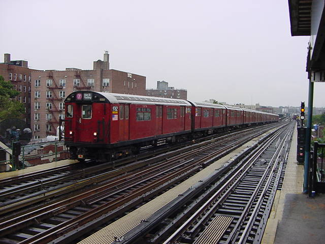 (61k, 640x480)<br><b>Country:</b> United States<br><b>City:</b> New York<br><b>System:</b> New York City Transit<br><b>Line:</b> IRT Flushing Line<br><b>Location:</b> 74th Street/Broadway <br><b>Route:</b> 7<br><b>Car:</b> R-36 World's Fair (St. Louis, 1963-64) 9752 <br><b>Photo by:</b> Salaam Allah<br><b>Date:</b> 9/26/2002<br><b>Viewed (this week/total):</b> 2 / 3574
