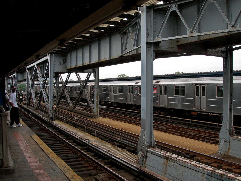 (176k, 1024x768)<br><b>Country:</b> United States<br><b>City:</b> New York<br><b>System:</b> New York City Transit<br><b>Line:</b> IRT Flushing Line<br><b>Location:</b> 111th Street <br><b>Route:</b> 7<br><b>Car:</b> R-62A (Bombardier, 1984-1987)  1731 <br><b>Photo by:</b> Mike Jiran<br><b>Date:</b> 8/2005<br><b>Viewed (this week/total):</b> 1 / 3752