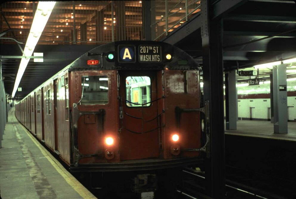 (88k, 993x668)<br><b>Country:</b> United States<br><b>City:</b> New York<br><b>System:</b> New York City Transit<br><b>Line:</b> IND Fulton Street Line<br><b>Location:</b> Utica Avenue <br><b>Route:</b> Fan Trip<br><b>Car:</b> R-30 (St. Louis, 1961) 8408 <br><b>Photo by:</b> Glenn L. Rowe<br><b>Date:</b> 5/30/1993<br><b>Viewed (this week/total):</b> 6 / 8787