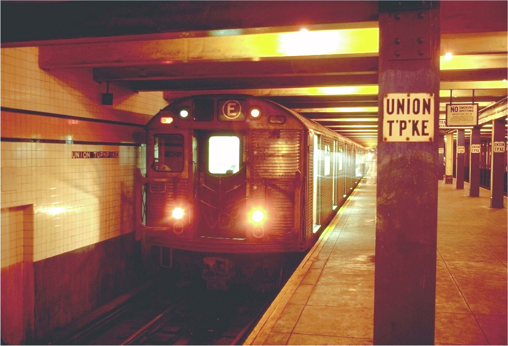 (170k, 1024x698)<br><b>Country:</b> United States<br><b>City:</b> New York<br><b>System:</b> New York City Transit<br><b>Line:</b> IND Queens Boulevard Line<br><b>Location:</b> Union Turnpike/Kew Gardens <br><b>Route:</b> E<br><b>Car:</b> R-32 (Budd, 1964)  3391 <br><b>Photo by:</b> Doug Grotjahn<br><b>Collection of:</b> Joe Testagrose<br><b>Date:</b> 8/14/1970<br><b>Viewed (this week/total):</b> 0 / 5436