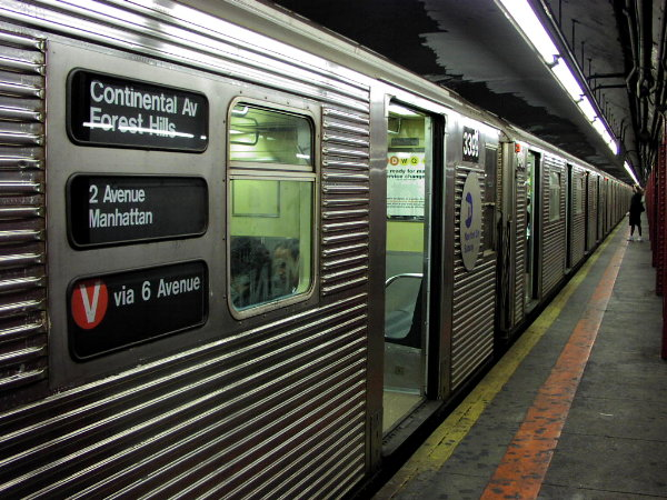 (99k, 600x450)<br><b>Country:</b> United States<br><b>City:</b> New York<br><b>System:</b> New York City Transit<br><b>Line:</b> IND Queens Boulevard Line<br><b>Location:</b> Lexington Avenue-53rd Street <br><b>Route:</b> V<br><b>Car:</b> R-32 (Budd, 1964)  3399 <br><b>Photo by:</b> Trevor Logan<br><b>Date:</b> 9/9/2001<br><b>Viewed (this week/total):</b> 2 / 9830