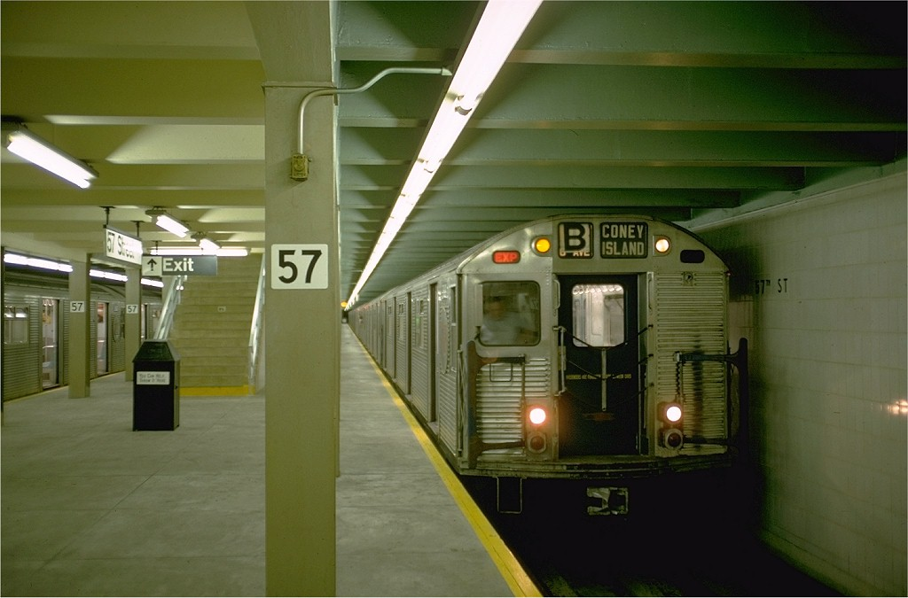 (141k, 1024x675)<br><b>Country:</b> United States<br><b>City:</b> New York<br><b>System:</b> New York City Transit<br><b>Line:</b> IND 6th Avenue Line<br><b>Location:</b> 57th Street <br><b>Route:</b> B<br><b>Car:</b> R-32 (Budd, 1964)  3618 <br><b>Photo by:</b> Doug Grotjahn<br><b>Collection of:</b> Joe Testagrose<br><b>Date:</b> 9/26/1968<br><b>Viewed (this week/total):</b> 3 / 4047