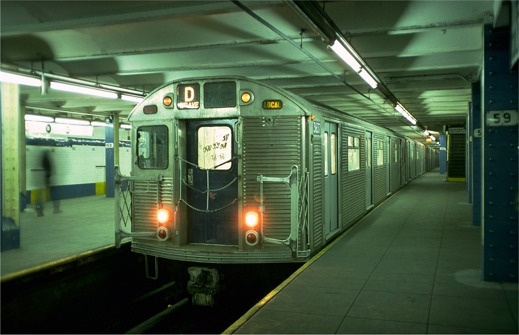 (164k, 1024x662)<br><b>Country:</b> United States<br><b>City:</b> New York<br><b>System:</b> New York City Transit<br><b>Line:</b> IND 8th Avenue Line<br><b>Location:</b> 59th Street/Columbus Circle <br><b>Route:</b> D<br><b>Car:</b> R-32 (Budd, 1964)  3637 <br><b>Collection of:</b> Joe Testagrose<br><b>Date:</b> 1/23/1977<br><b>Notes:</b> Showing middle platform<br><b>Viewed (this week/total):</b> 3 / 4907