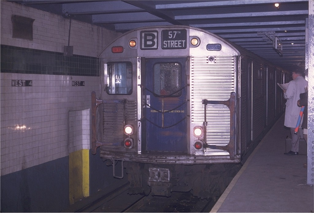 (178k, 1024x695)<br><b>Country:</b> United States<br><b>City:</b> New York<br><b>System:</b> New York City Transit<br><b>Line:</b> IND 6th Avenue Line<br><b>Location:</b> West 4th Street/Washington Square <br><b>Route:</b> B<br><b>Car:</b> R-32 (Budd, 1964)  3807 <br><b>Photo by:</b> Joe Testagrose<br><b>Date:</b> 4/24/1970<br><b>Viewed (this week/total):</b> 0 / 3202