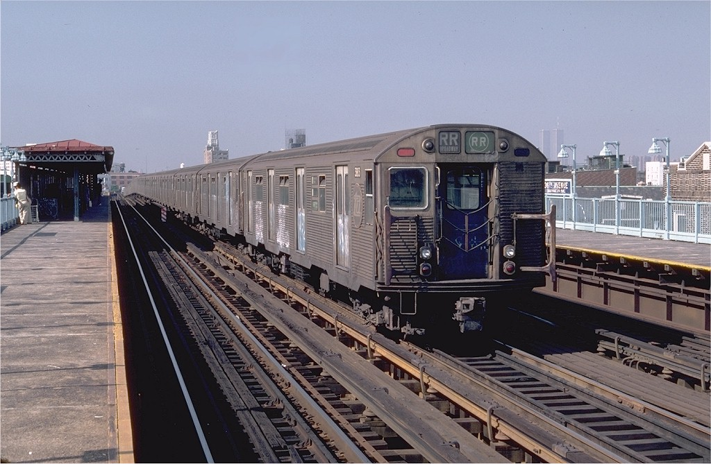 (205k, 1024x669)<br><b>Country:</b> United States<br><b>City:</b> New York<br><b>System:</b> New York City Transit<br><b>Line:</b> BMT Astoria Line<br><b>Location:</b> 36th/Washington Aves. <br><b>Car:</b> R-32 (Budd, 1964)  3813 <br><b>Photo by:</b> Steve Zabel<br><b>Collection of:</b> Joe Testagrose<br><b>Date:</b> 8/13/1982<br><b>Viewed (this week/total):</b> 0 / 3972