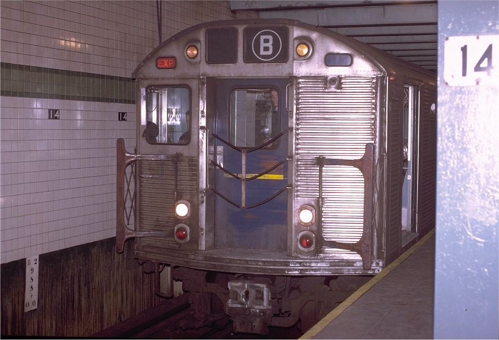 (197k, 1024x698)<br><b>Country:</b> United States<br><b>City:</b> New York<br><b>System:</b> New York City Transit<br><b>Line:</b> IND 6th Avenue Line<br><b>Location:</b> 14th Street <br><b>Route:</b> B<br><b>Car:</b> R-32 (Budd, 1964)  3822 <br><b>Photo by:</b> Joe Testagrose<br><b>Date:</b> 11/14/1970<br><b>Viewed (this week/total):</b> 2 / 3735
