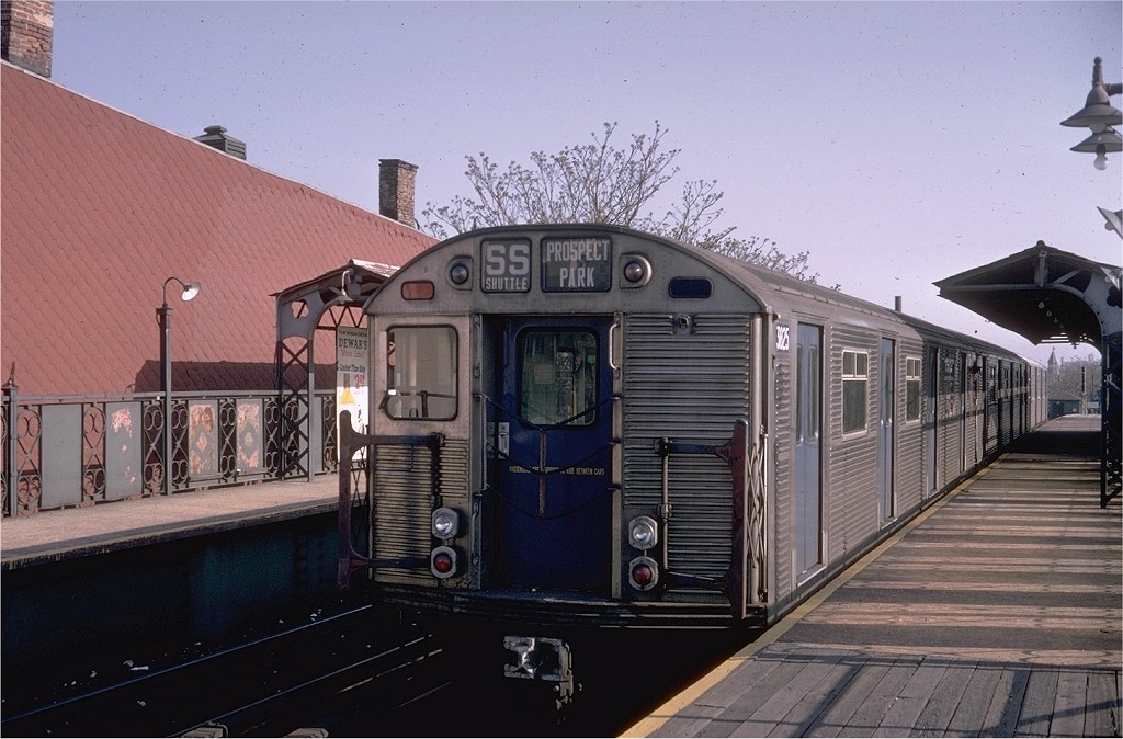 (189k, 1024x674)<br><b>Country:</b> United States<br><b>City:</b> New York<br><b>System:</b> New York City Transit<br><b>Line:</b> BMT Franklin<br><b>Location:</b> Dean Street <br><b>Route:</b> Franklin Shuttle<br><b>Car:</b> R-32 (Budd, 1964)  3825 <br><b>Photo by:</b> Doug Grotjahn<br><b>Collection of:</b> Joe Testagrose<br><b>Date:</b> 4/28/1968<br><b>Viewed (this week/total):</b> 12 / 3748