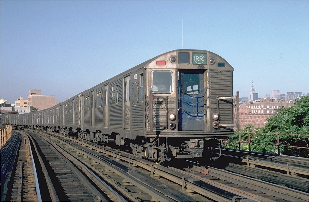 (206k, 1024x669)<br><b>Country:</b> United States<br><b>City:</b> New York<br><b>System:</b> New York City Transit<br><b>Line:</b> BMT Astoria Line<br><b>Location:</b> 30th/Grand Aves. <br><b>Car:</b> R-32 (Budd, 1964)  3900 <br><b>Photo by:</b> Steve Zabel<br><b>Collection of:</b> Joe Testagrose<br><b>Date:</b> 7/29/1982<br><b>Viewed (this week/total):</b> 2 / 5314