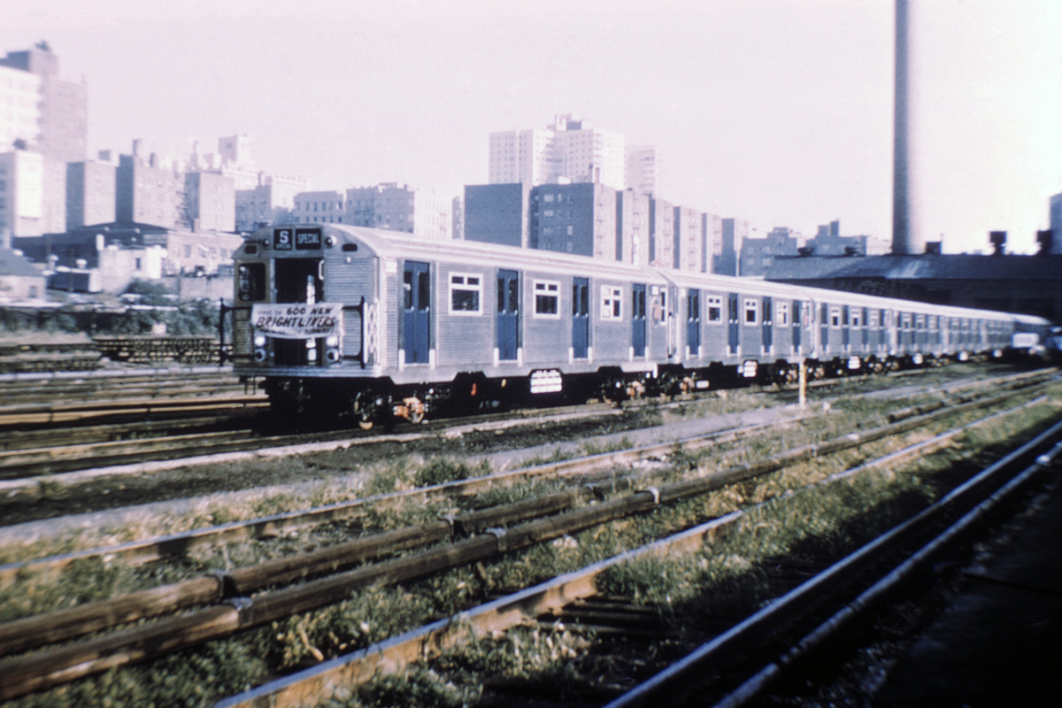 (416k, 1044x712)<br><b>Country:</b> United States<br><b>System:</b> New York City Transit<br><b>Location:</b> Mott Haven Yard <br><b>Car:</b> R-32 (Budd, 1964)  3352 <br><b>Collection of:</b> David Pirmann<br><b>Date:</b> 9/9/1964<br><b>Notes:</b> Being delivered, with New Brightliners banner<br><b>Viewed (this week/total):</b> 4 / 5871