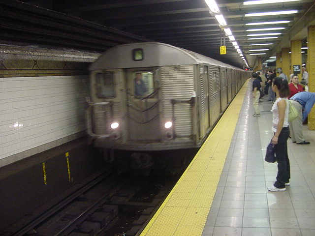(59k, 640x480)<br><b>Country:</b> United States<br><b>City:</b> New York<br><b>System:</b> New York City Transit<br><b>Line:</b> BMT 4th Avenue<br><b>Location:</b> 36th Street <br><b>Car:</b> R-32 (Budd, 1964)   <br><b>Photo by:</b> Salaam Allah<br><b>Date:</b> 9/22/2002<br><b>Viewed (this week/total):</b> 7 / 5422