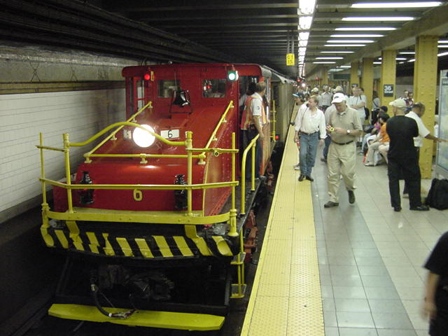 (60k, 640x480)<br><b>Country:</b> United States<br><b>City:</b> New York<br><b>System:</b> New York City Transit<br><b>Line:</b> BMT 4th Avenue<br><b>Location:</b> 36th Street <br><b>Route:</b> Fan Trip<br><b>Car:</b> SBK Steeplecab 6 <br><b>Photo by:</b> Salaam Allah<br><b>Date:</b> 9/22/2002<br><b>Viewed (this week/total):</b> 0 / 2752